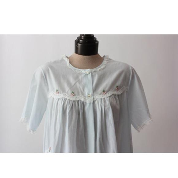 VINTAGE Lace Trimmed Sleepwear Top 81a76ebb5